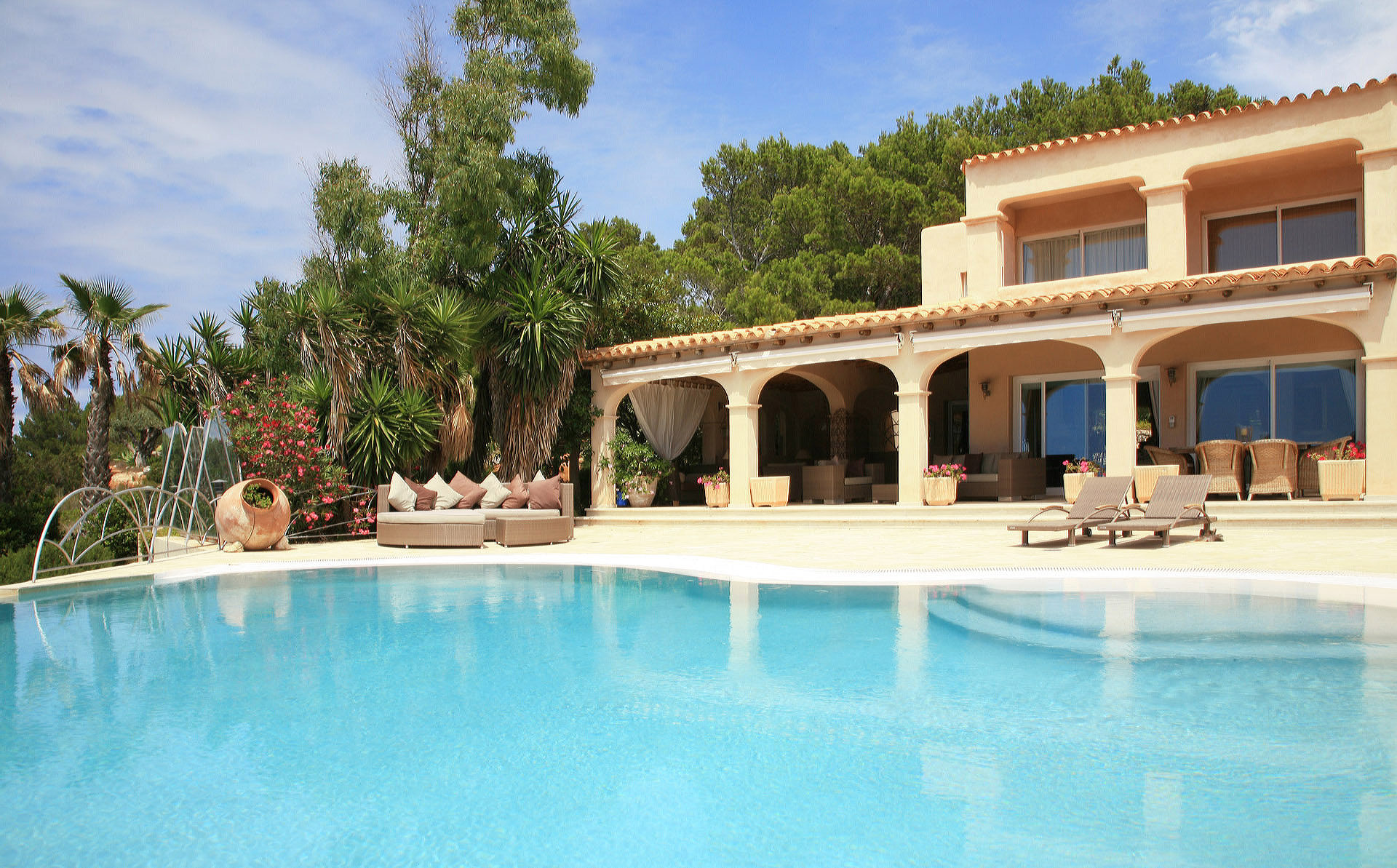 Spain: Villa in southern style